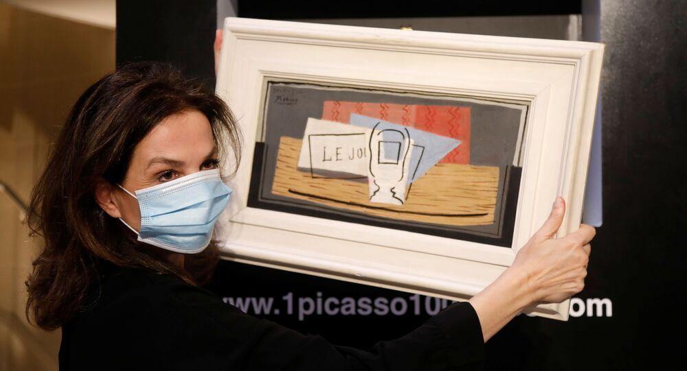 سيدة إيطالية تفوز بلوحة لبيكاسو خلال حفل يانصيب خيري
