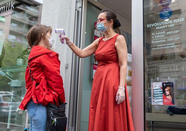 تخفيف قيود الحجر الصحي المفروضة بسبب جائحة كورونا في ميلانو، إيطاليا مايو 2020