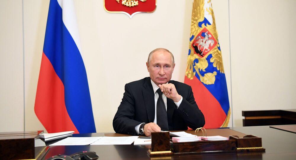 18 مايو 2020. الرئيس الروسي فلاديمير بوتين يعقد مؤتمرا على الإنترنت مع ممثلي داغستان.