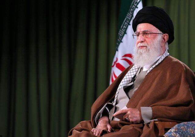المرشد الأعلى في إيران آية الله على خامنئي في طهران، أبريل 2020