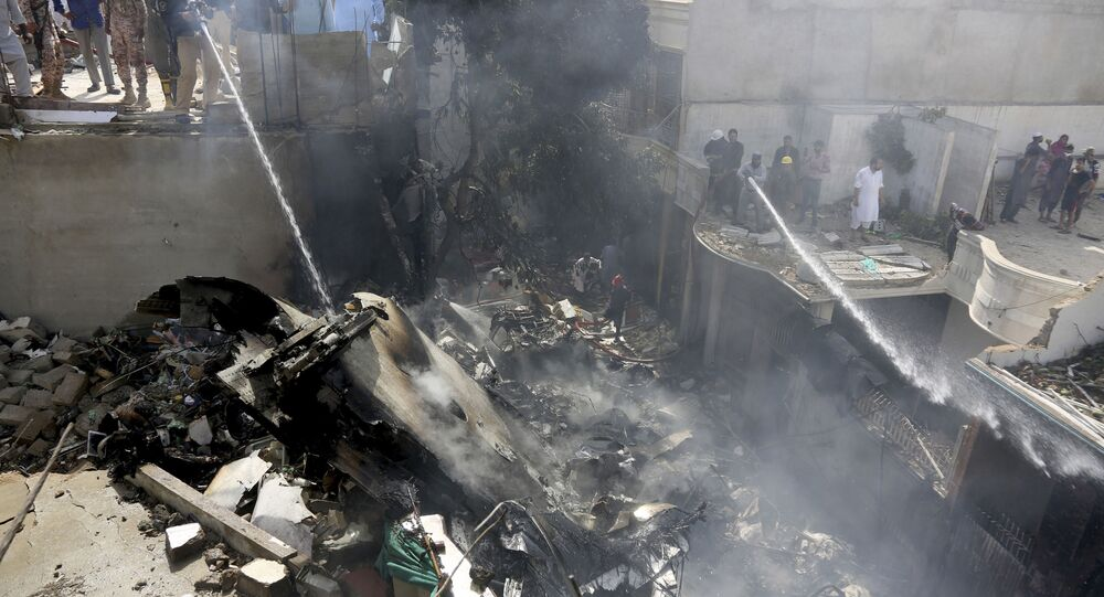 تحطم طائرة تابعة للخطوط الجوية الباكستانية من طراز إيرباص A - 320 بالقرب من مطار كارتشي، 22 مايو 2020