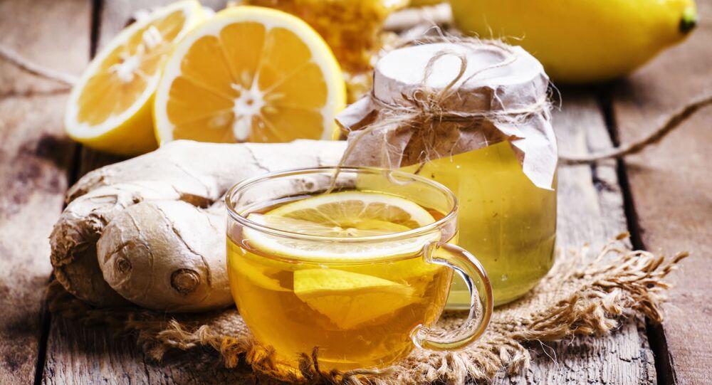 الشاي الأسود مع الليمون والعسل