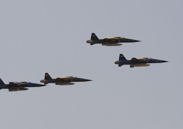 مقاتلات إيرانية الصنع تحلق فوق ضريح آية الله الخميني