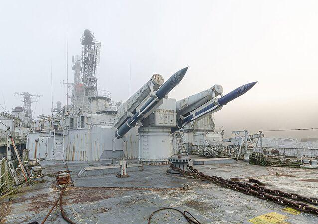 طراد كولبير الثقيل من نوع كروز، في مقبرة السفن تابعة للبحرية العسكرية الفرنسية