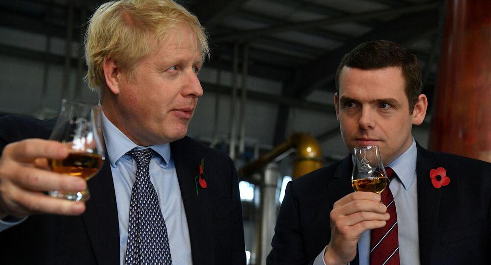 دوغلاس روس وزير الدولة البريطاني لشؤون اسكتلندا