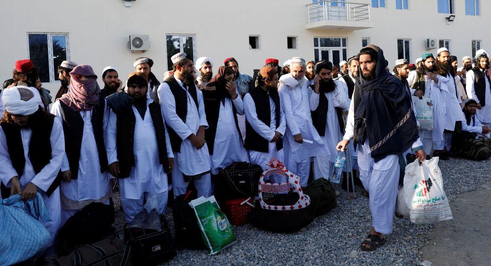 سجناء من حركة طالبان الأفغانية في سجن بولي شارخي، حيث تعزم السلطات الأفغانية إطلاق سراح ما يصل إلى 2000 سجين من طالبان، أفغانستان 26 مايو 2020