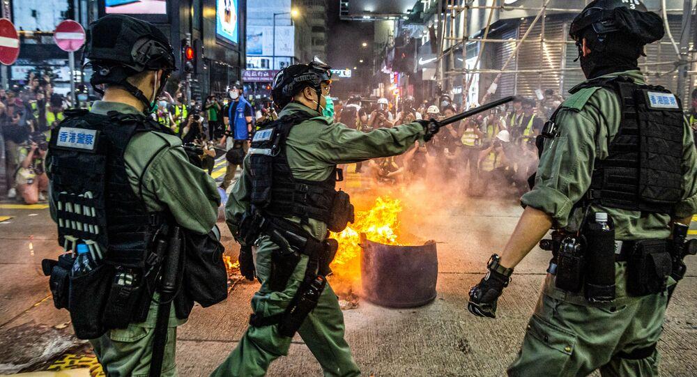 الشرطة المحلية تفرق المشاركين في الاحتجاجات والاشتباكات في هونغ كونغ، الصين 27 مايو/ أيار 2020