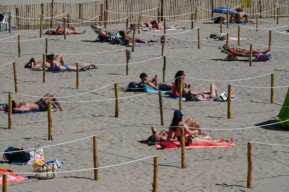 افتتاح الشواطئ أمام الزوار في لا غراند-موت، بعد تخفيف قيود الحجر المنزلي في فرنسا 26 مايو/ أيار 2020