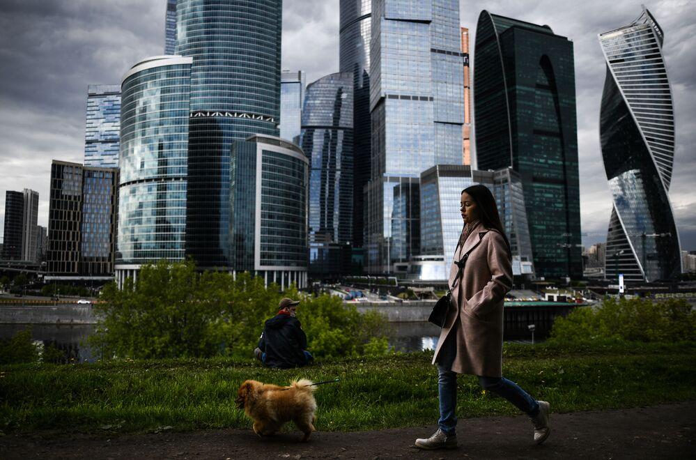 من المقرر تخفيف قيود الحجر المنزلي المفروضة بسبب جائحة كورونا و افتتاح الحدائق و المتنزهات العامة في موسكو ابتداء من 1 يونيو/ حزيران، روسيا 25 مايو 2020