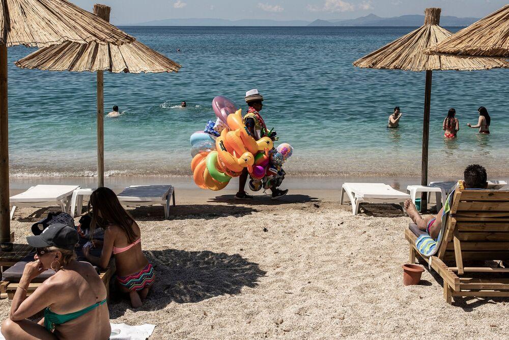 تخفيف قيود الحجر الصحي في اليونان، افتتاح شواطئ أثينا أمام الزوار، 23 مايو 2020