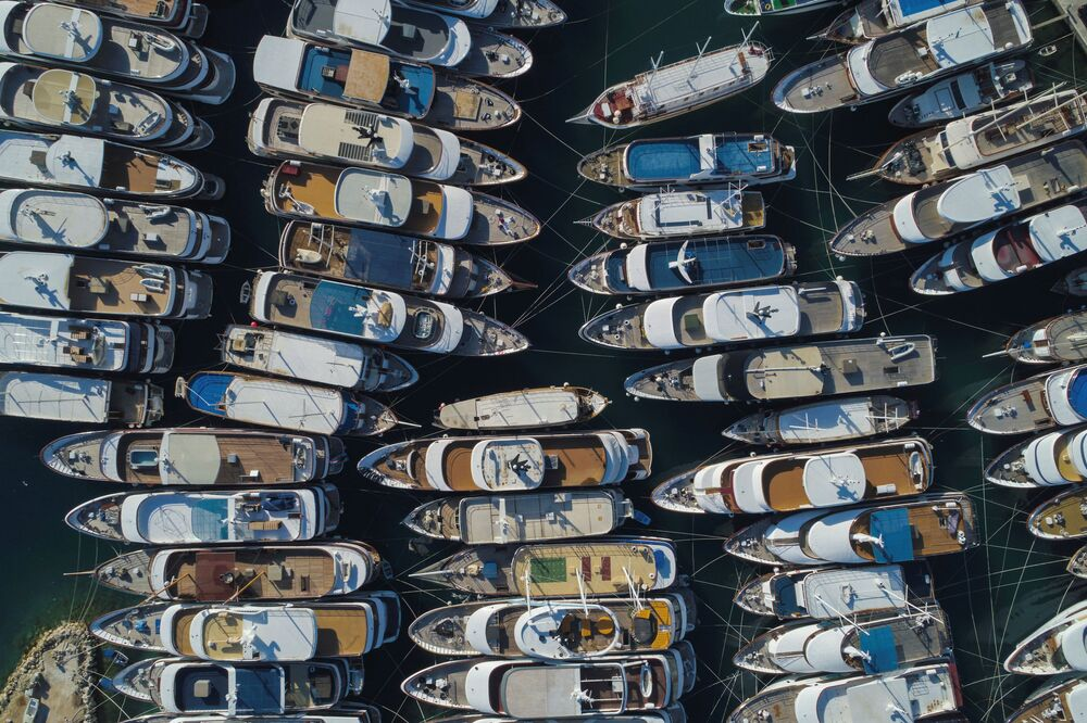 القوارب الثمينة في منطقة كريلو جيسينيس مارينا على خلفية قيود الحجر الصحي في كرواتيا 27 مايو/ أيار 2020