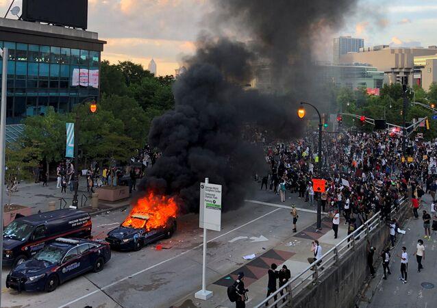 الهجوم على مقر القناة التلفزيونية «سي إن إن»، في أطلنطا، على خلفية الاحتجاجات على مقتل الشاب الأمريكي (جورج فلويد) في جورجيا، الولايات المتحدة 30 مايو 2020