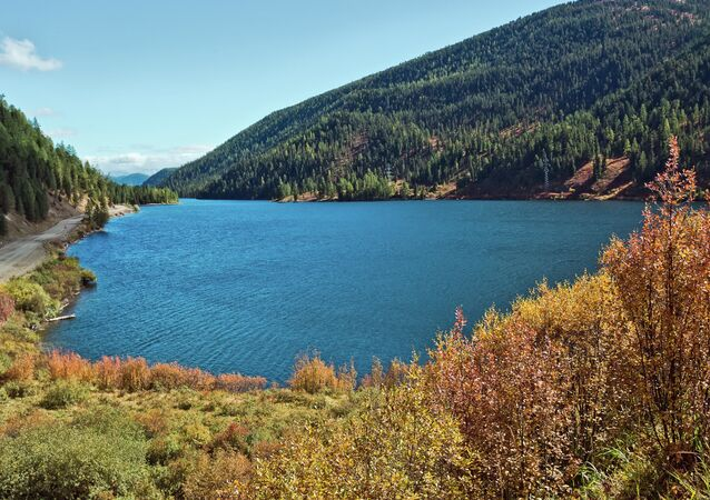 بحيرة تشيبيكيل (البحيرة الميتة) في جمهورية ألتاي الروسية