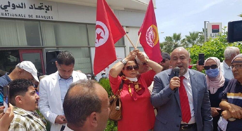 احتجاجات أمام البرلمان التونسي