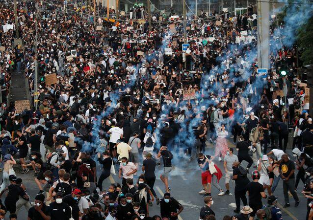 عشرات الآلاف يتظاهرون في باريس ضد عنف الشرطة 2 يوينو حزيران