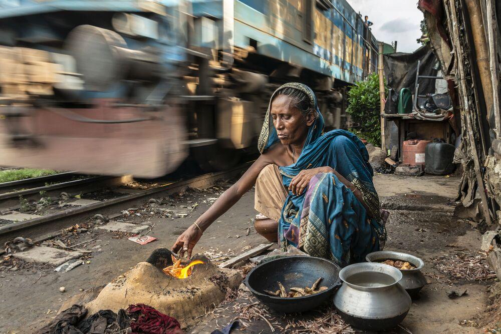 صورة بعنوان امرأة من حديد في بنغلادش، للمصورة كاثرين ماكفي، ضمن القائمة القصيرة من مسابقة التصوير صورة الإنسانية لعام 2020
