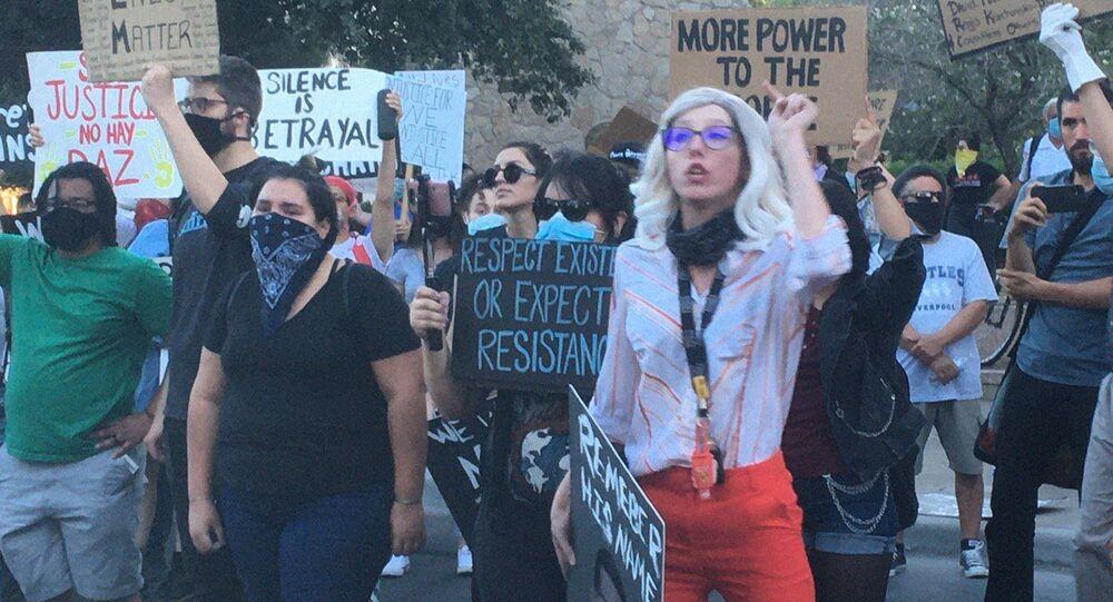 احتجاجات جورج فلويد في بلدة إل باسو غرب تكساس، الولايات المتحدة، يونيو 2020