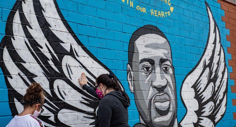 جدارية المواطن الأمريكي من أصول أفريقية، جورج فلويد، في هيوستن، ولاية تكساس، الولايات المتحدة 2 يونيو 2020