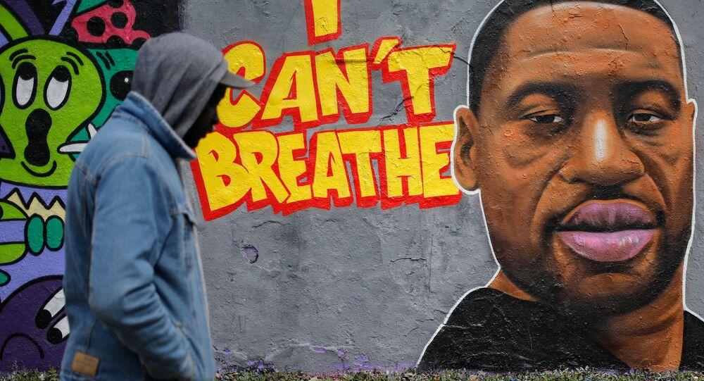 جدارية المواطن الأمريكي من أصول أفريقية، جورج فلويد، في برلين، ألمانيا 30 مايو 2020