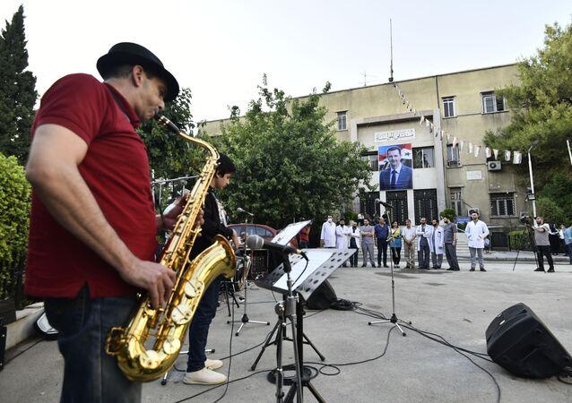 موسيقيون يعزفون داخل مشافي دمشق امتنانا لكوادرها في التصدي لكورونا