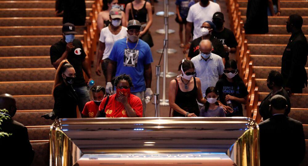 جنازة المواطن الأمريكي جورج فلويد في كنيسة فونتاين أوف برايز غي هيوستن، تكساس، الولايات المتحدة  8 يونيو 2020