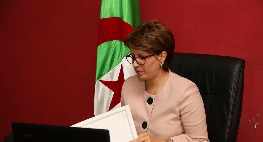 وزيرة الثقافة الجزائرية
