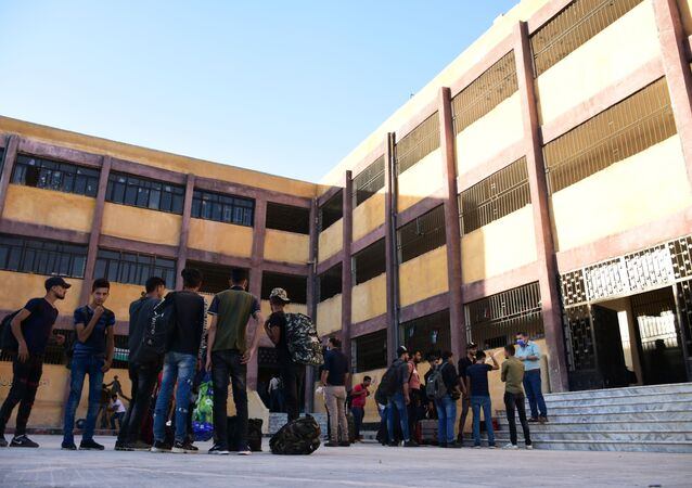 الطلاب السوريون يتوافدون من مناطق المسلحين لتقديم امتحاناتهم في حلب