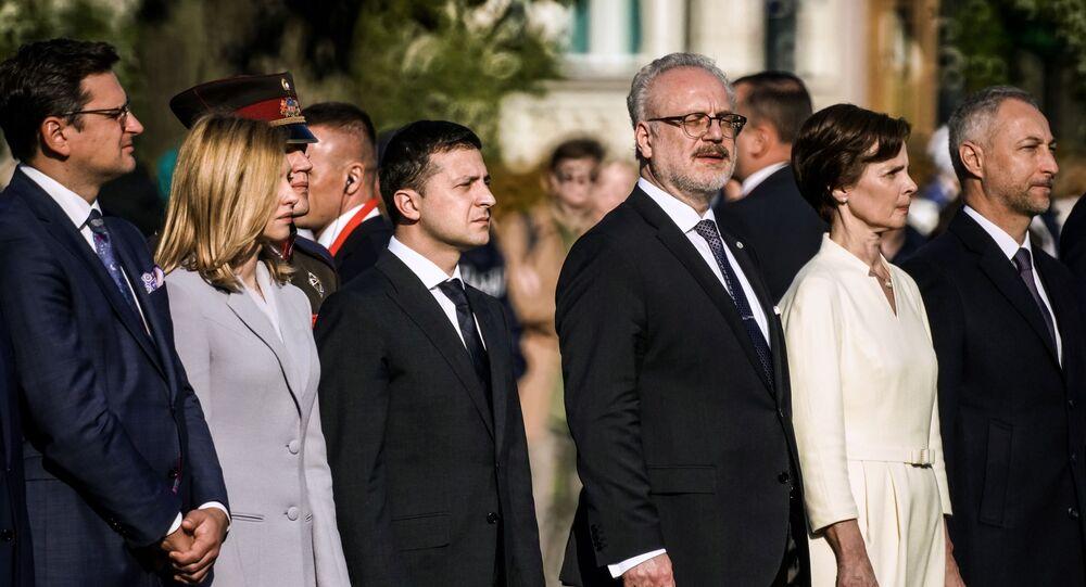 الرئيس الأوكراني زيلينسكي وزوجته ايلينا