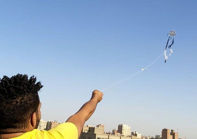 انتشار ظاهرة الطائرات الورقية في سماء مصر