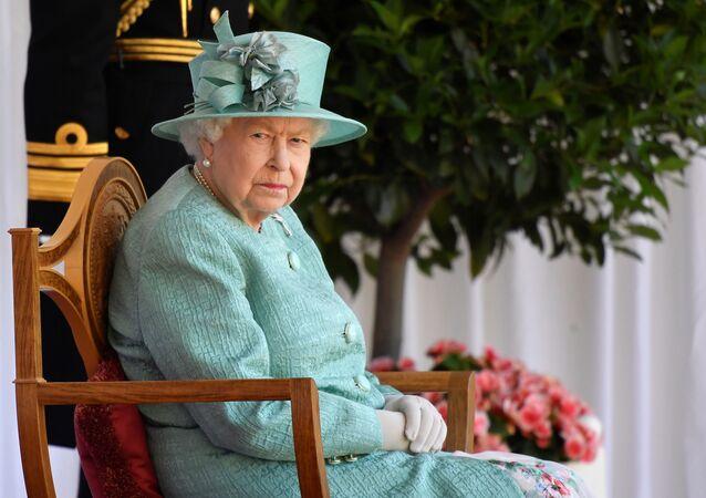 الملكة البريطانية إليزابيث تحضر احتفالا بعيد ميلادها الرسمي في قلعة وندسور، بريطانيا، 13 يونيو/ حزيران 2020