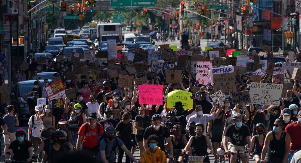 احتجاجات واسعة النطاق في نيويورك (Black lives matter)، الولايات المتحدة، 13 يونيو 2020