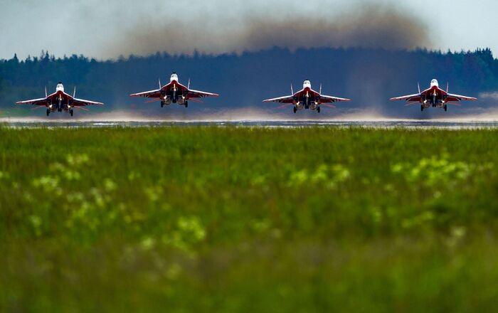 مقاتلة سو-30إس إم ضمن فريق الاستعراض الجوي روسكيه فيتيازي (الفرسان الروس) في كوبينكا، ضواحي موسكو، روسيا