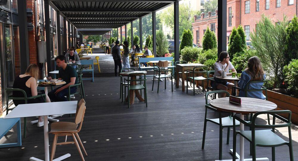 الواقع الجديد والتعايش مع كورونا، افتتاح المقاهي والمطاعم والمتاحف في موسكو، روسيا 16 يونيو 2020