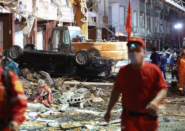 تداعيات انفجار وقع أمام محطة قطار في فينلين، الصين 13 يونيو 2020