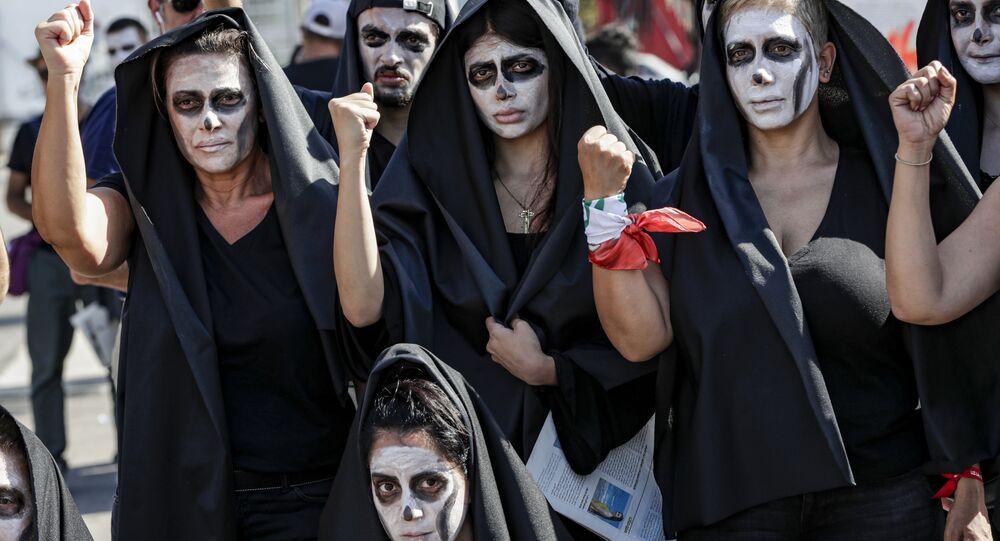 جنازة رمزية أثناء احتجاجات وسط بيروت بسبب تدهور الأوضاع الاقتصادية في لبنان، 13 يونيو 2020
