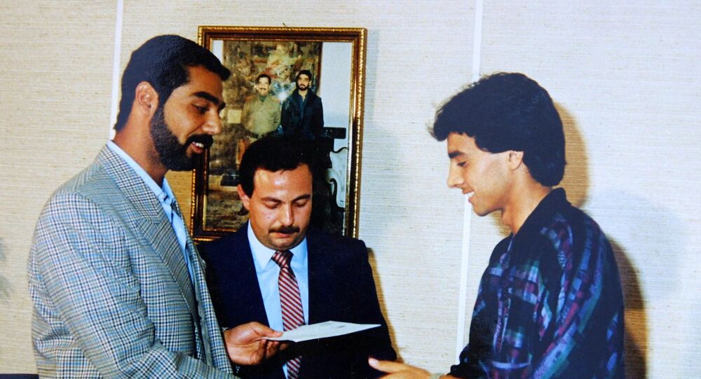 نجم كرة القدم العراقي أحمد راضي مع عدي صدام حسين