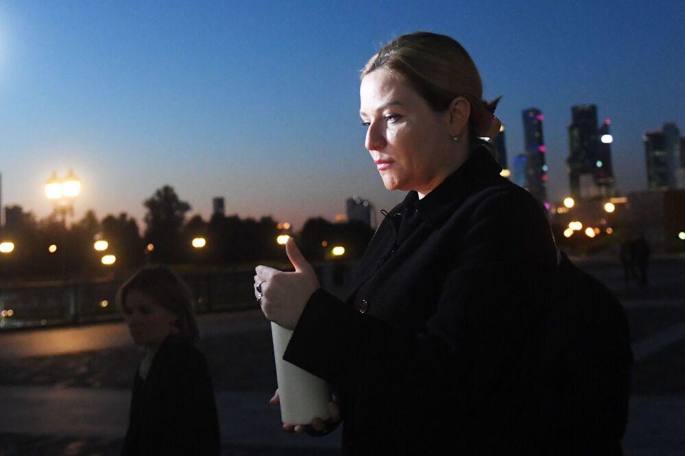 وزيرة الثقافة الروسية أولغا ليوبيموفا، تشارك في فعالية شمعة الذكرى في حديقة النصر في موسكو، 21 يونيو 2020
