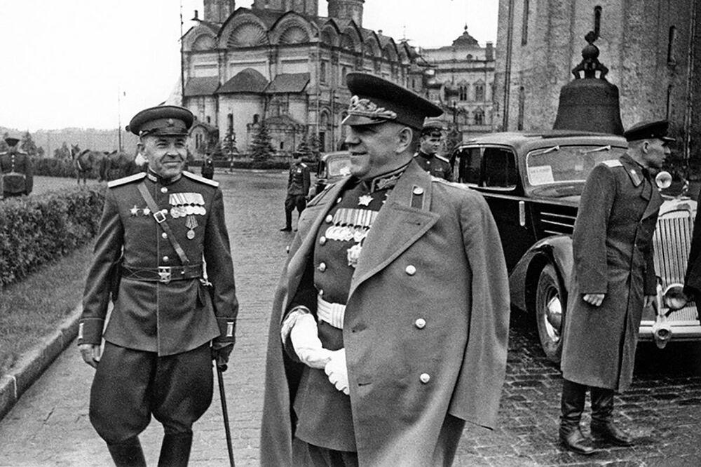 العرض العسكري الأول بمناسبة النصر على ألمانيا النازية في الحرب الوطنية العظمى (1941-1945) على الساحة الحمراء، موسكو 24 يونيو/ حزيران 1945