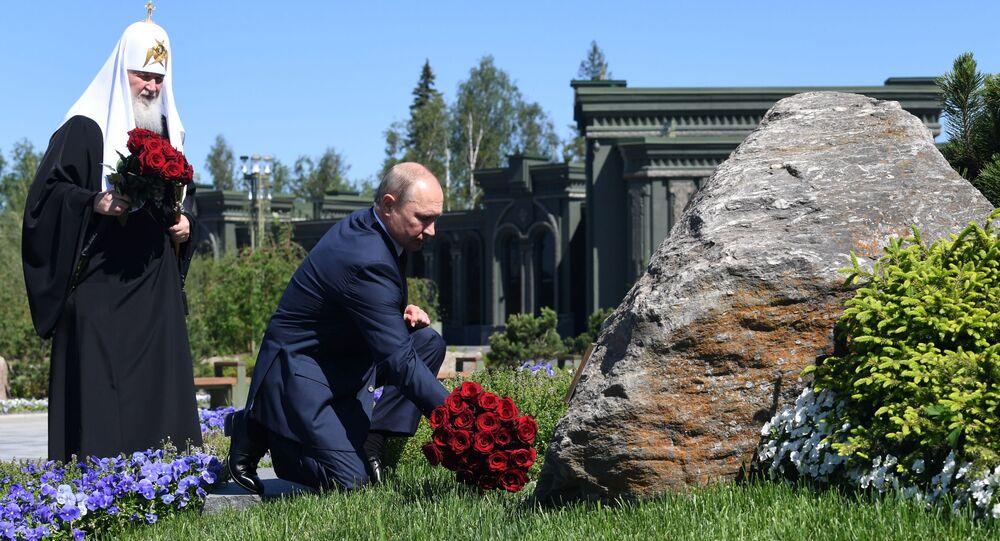 الرئيس فلاديمير بوتين خلال زيارته للكنيسة الرئيسية للقوات المسلحة الروسية في حديقة باتريوت، روسيا 22 يونيو 2020