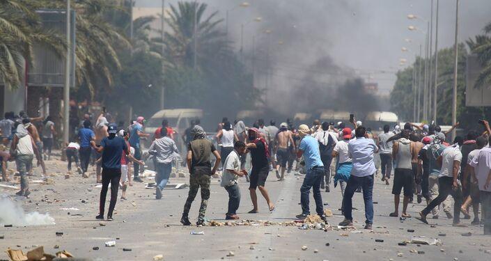 مواجهات بين محتجين وقوات الأمن في تونس