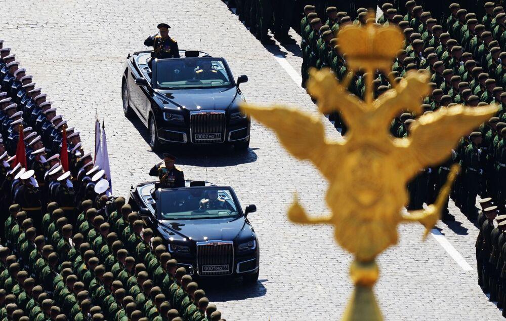 وزير الدفاع الروسي سيرغي شويغو خلال العرض العسكري بمناسبة الذكرى الـ75 للنصر على النازية في الحرب الوطنية العظمى (1941-1945) على الساحة الحمراء، موسكو،24  يونيو 2020
