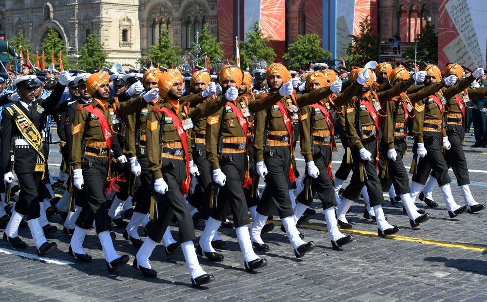 القوات الهندية تشارك في العرض العسكري بمناسبة الذكرى الـ75 للنصر على النازية في الحرب الوطنية العظمى (1941-1945) على الساحة الحمراء، موسكو،24  يونيو 2020