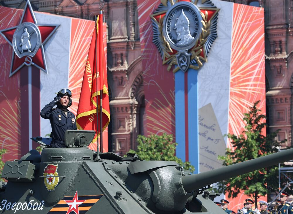 العرض العسكري بمناسبة الذكرى الـ75 للنصر على النازية في الحرب الوطنية العظمى (1941-1945) على الساحة الحمراء، موسكو،24  يونيو 2020