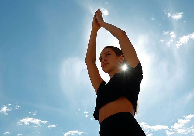 الرياضة، الصحة، في زمن كورونا - ممارسة اليوغا مع الحفاظ على قاعدة التباعد الاجتماعي، بلجيكا 21  يونيو 2020