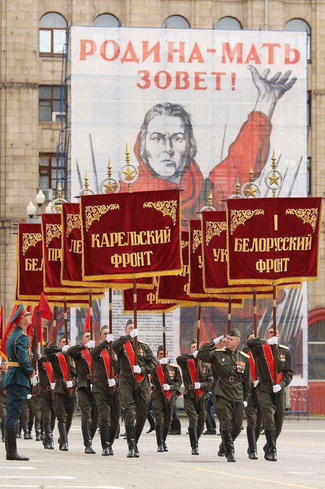 العرض العسكري بمناسبة الذكرى الـ75 للنصر على النازية في الحرب الوطنية العظمى (1941-1945) في مدينة فولغوغراد، 24 يونيو 2020