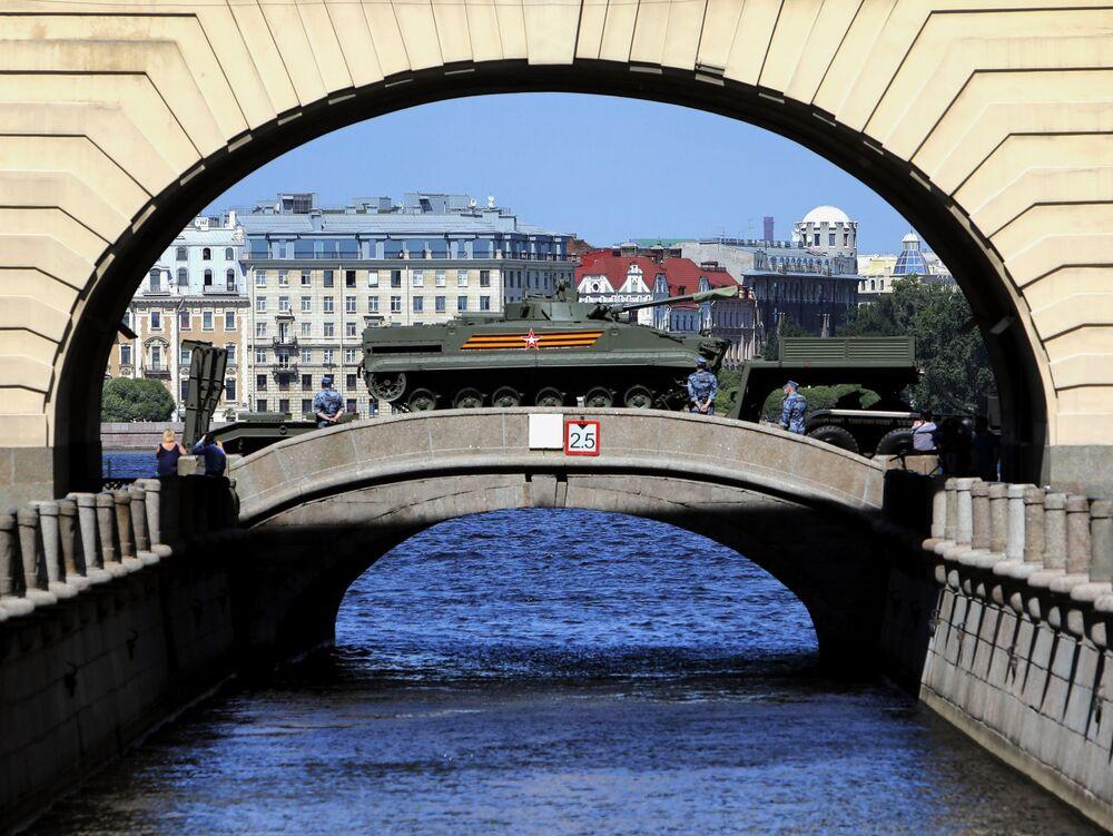 العرض العسكري بمناسبة الذكرى الـ75 للنصر على النازية في الحرب الوطنية العظمى (1941-1945) في مدينة سان بطرسبورغ، 24 يونيو 2020