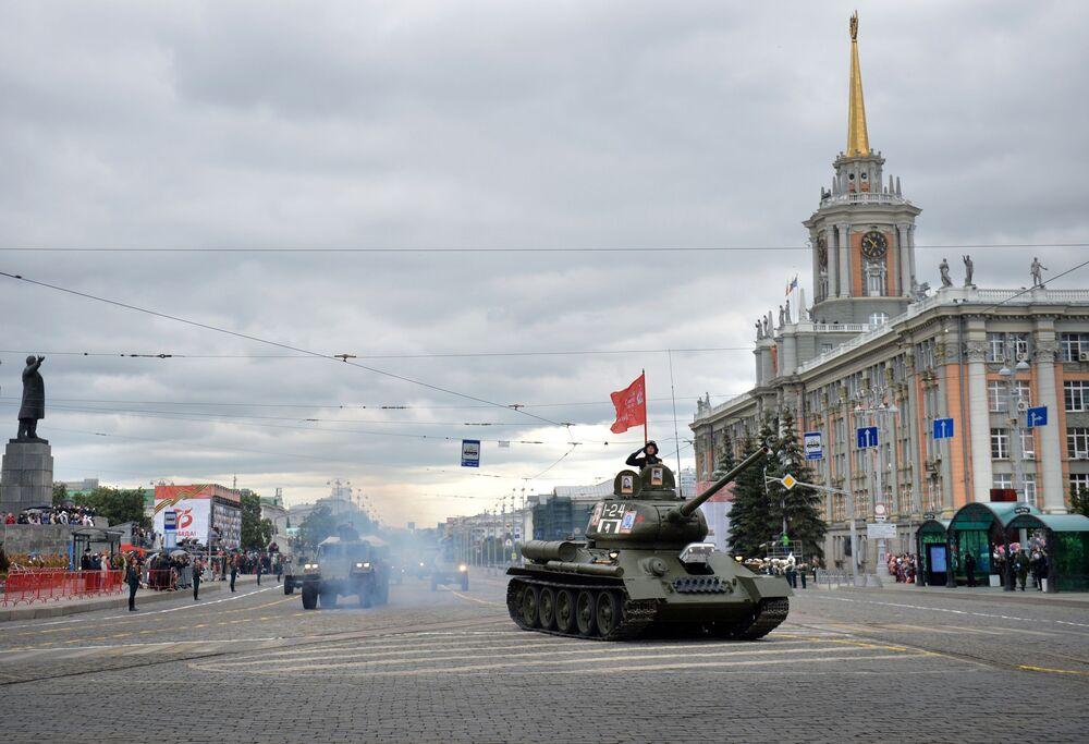 العرض العسكري بمناسبة الذكرى الـ75 للنصر على النازية في الحرب الوطنية العظمى (1941-1945) في مدينة تولا، 24 يونيو 2020