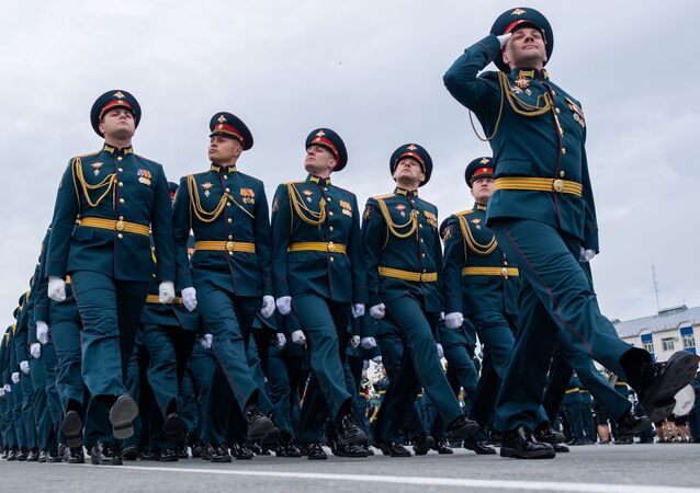 العرض العسكري بمناسبة الذكرى الـ75 للنصر على النازية في الحرب الوطنية العظمى (1941-1945) في مدينة يوجنو-سخالينسك، 24 يونيو 2020