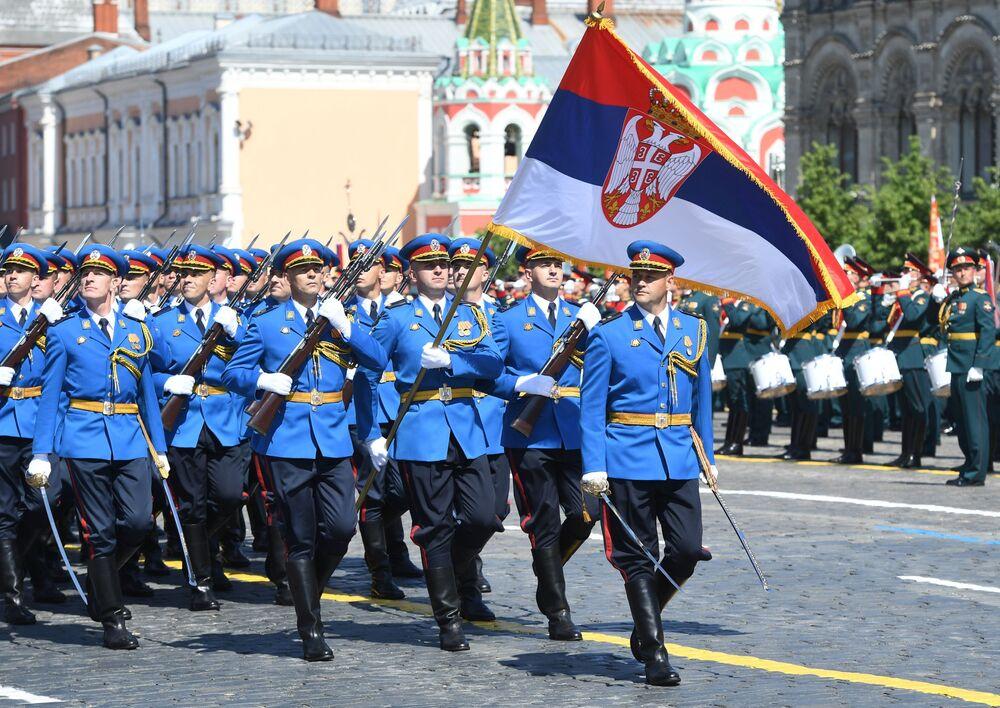 القوات الصربية تشارك في العرض العسكري بمناسبة الذكرى الـ75 للنصر على النازية في الحرب الوطنية العظمى (1941-1945) على الساحة الحمراء، موسكو،24  يونيو 2020