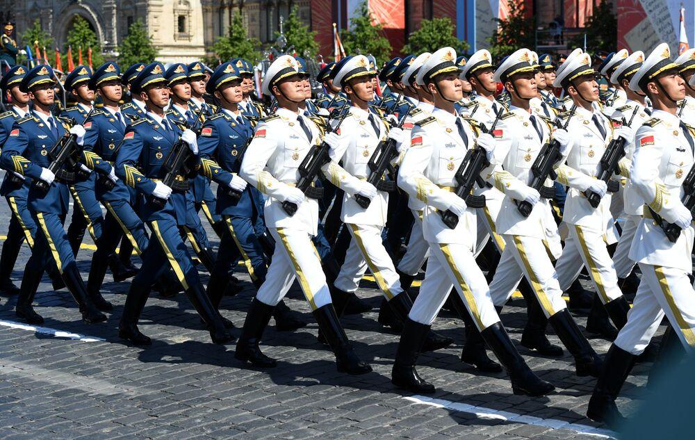 القوات الصينية تشارك في العرض العسكري بمناسبة الذكرى الـ75 للنصر على النازية في الحرب الوطنية العظمى (1941-1945) على الساحة الحمراء، موسكو،24  يونيو 2020